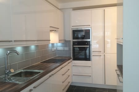 Central flat close to station - Appartamento