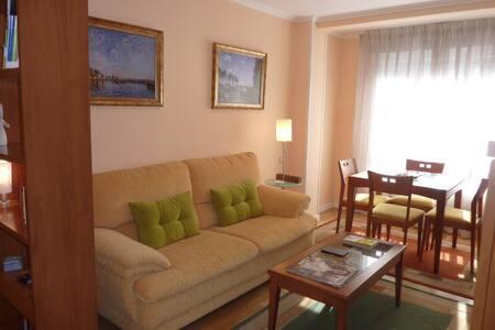 Apartamento moderno, 2 dormitorios, wifi, garaje - Oviedo - Apartamento