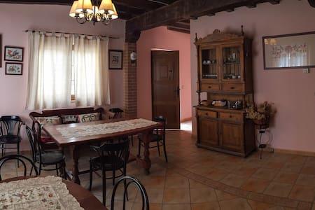 Casa rural con 5 hab. con baño incl - Casa