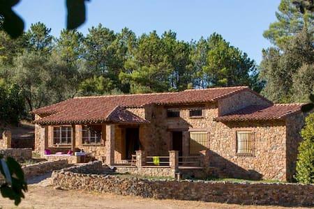 Casa La Arboleda -Monesterio - Rumah