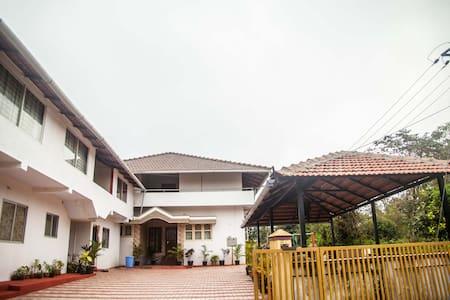 Row House at Madikeri for a Family - Madikeri - Apartamento