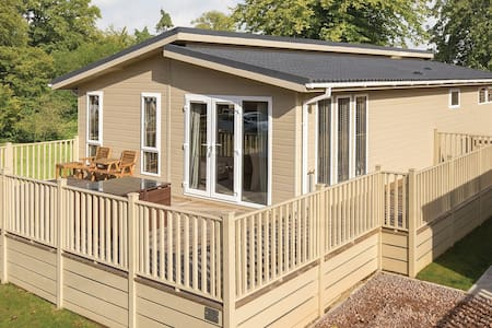2 Bedroom Signature Lodge at Fornham Park - Chalé