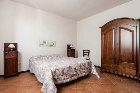 3 rooms apt on the hill with pool - Stibbio - Apartment