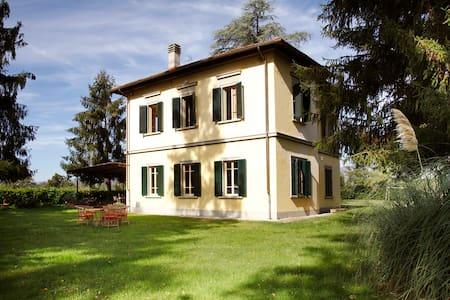 Villa elegante con grande giardino - Hus