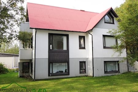 Lovely bedroom in central Selfoss - Haus