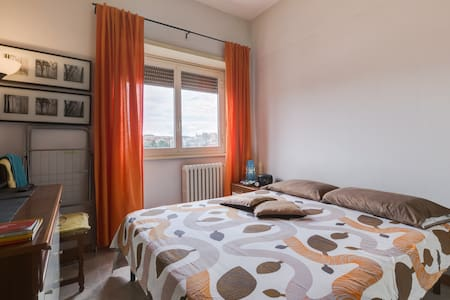 Room and private bath, 5 metro stops to St.Peter! - Apartment