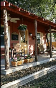 Ramsay's Cozy Cottage & Hot Tub  - Wimberley