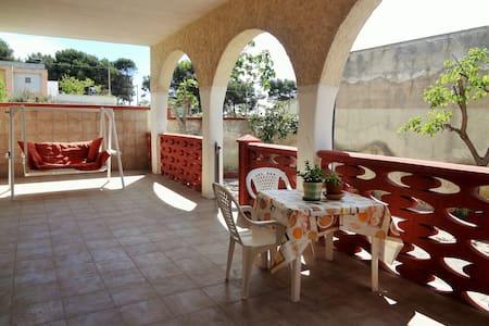 Stanze in villa a mare, Taranto - Villa