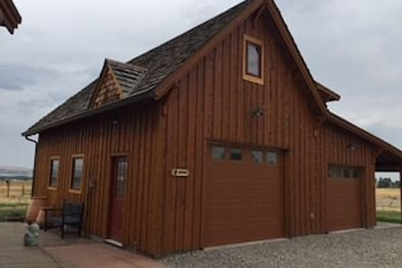 Beautiful Comfy New Bunk House - Sleeps 9 - Gallatin Gateway - Gästhus