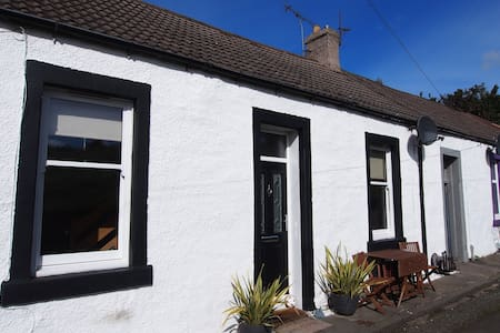 Quaint cottage in perfect location. - Inverkeithing