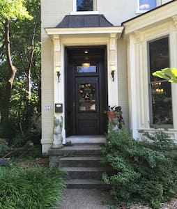Historic Victorian - Modern Comfort - Evansville - Ház