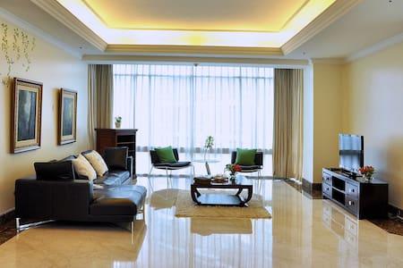 3BR Four Seasons Luxr Apart Jakarta - Leilighet