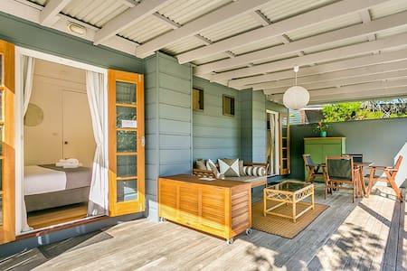 Kookaburra Beach Cottage on Tallow - sleeps 4 - Suffolk Park