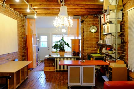 This artist studio space is on the 3rd floor of a charming store front building on Dundas West. It features exposed brick walls, rustic wood ceiling and floors, skylight and private outdoor deck. Bright bedroom with plenty of windows!