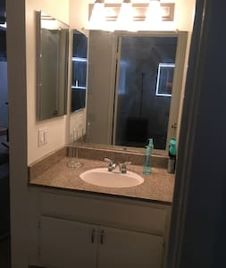 NoHo Cozy Two bedroom & Two bathroom Apartment - Los Ángeles - Apartamento