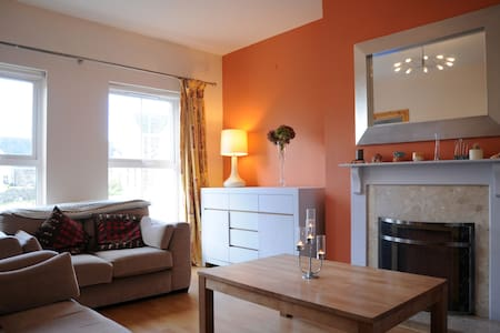 Modern cosy house 1.3km from Town. - Dingle - Maison de ville