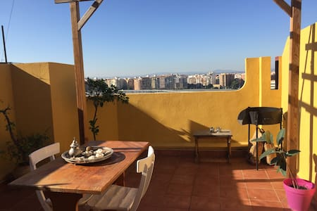 Double room in cossy attic  with terrace - València - Wohnung