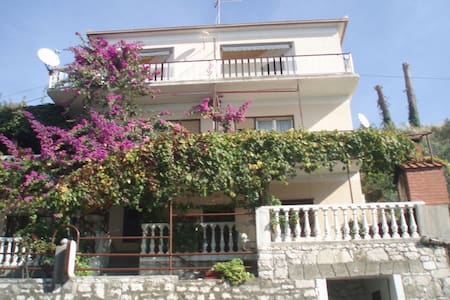 Apartment Milica A2 Krilo Jesenice, Riviera Omis - Leilighet