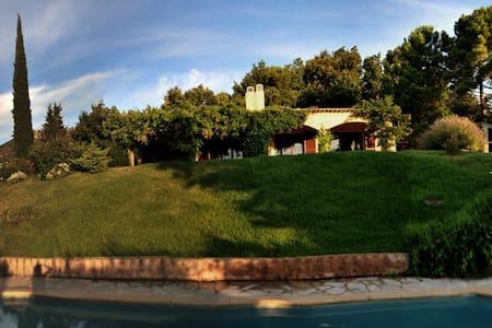 Solitude,einzeln stehende Villa - House