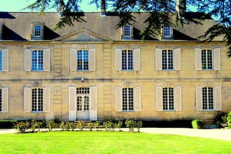 CHÂTEAU LES CÈDRES, B & B LA CHAMBRE DE VICTOIRE - Bretteville-l'Orgueilleuse - Slott