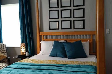 Charming Art Deco Apartment! - Apartment