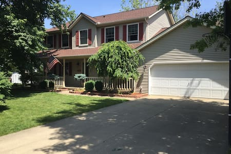 4 Bedroom Colonial 45 minutes from the RNC - Brunswick - Ház
