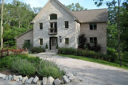 A Hidden Valley b & b, 3 BR Family Suite - Penzion (B&B)