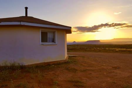 Navajo Hogan - yá'át'ééh - Haus