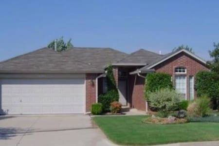 Spacious suburb 3BD nearOKC, garage - Casa