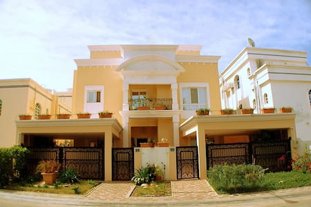 Room type: Private room Bed type: Real Bed Property type: House Accommodates: 1 Bedrooms: 1 Bathrooms: 1.5