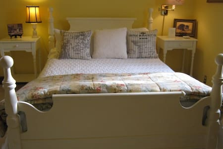 Secret Garden B and B - Bluewater - Bed & Breakfast