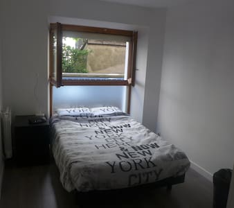 Cosy bedroom in well-furnished flat (city center) - Apartmen