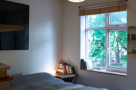 Shoreditch Double Bedoom in Writer's Flat - London - Apartment
