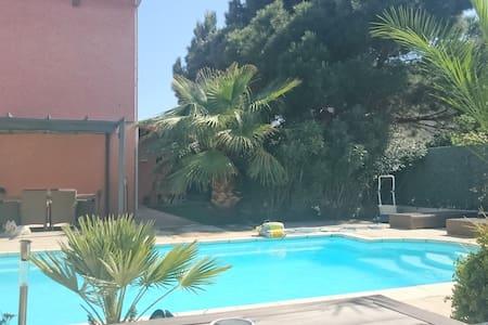 Chambre au calme avec piscine proche centre-ville - Perpignano