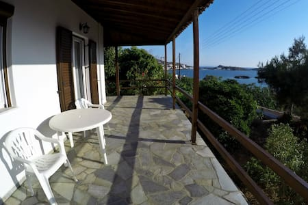 House with garden and sea view - Casa