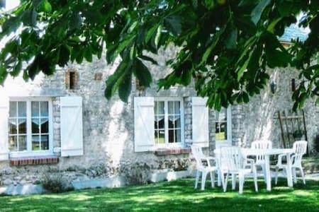 Gîte Rural  de charme à la campagne -   Attray, Centre-Val de Loire, FR - House