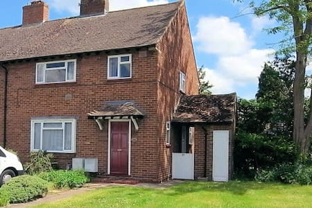 One bedroom sunny garden flat - Guildford