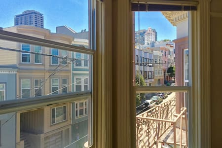 Charming Room with Cable Car Views in Chinatown - San Francisco - Apartment