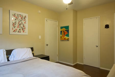 Room in WeHo Apt. w/ own entrance - Los Angeles - Apartment