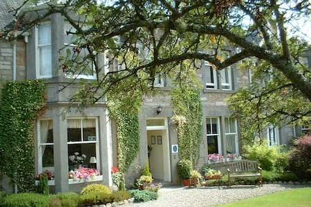 Dunmurray Lodge Guesthouse - Bed & Breakfast