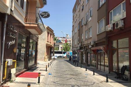 KEMALPAŞA MAH.2 YATAKLI  ÖZEL  ODA - Kemal Paşa - Apartment