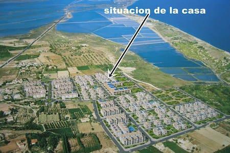 Chalet, a 7 minutos de la playa andando - Casa