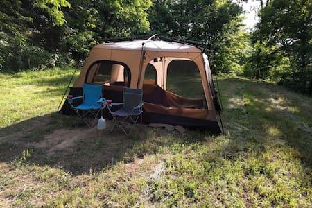 Secluded Hilltop Campsite Overlooking Nashville - Zelt