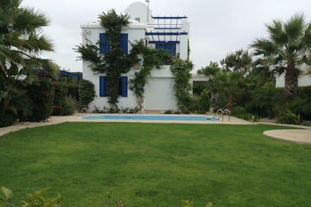 3 bdr Beach Front Villa Riviera 12 - Ház