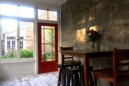 European stone cottage w garden - Ház