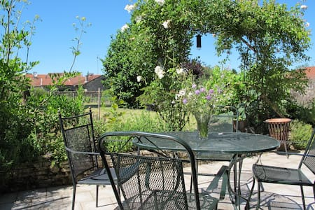 Lovely home for rent nearby Verdun - Rumah