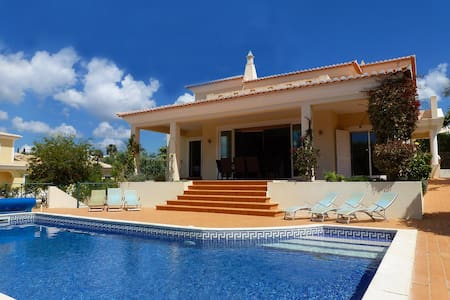 Villa Mar, Luxury, Modern Villa, 4 Bedrooms, Sleeps 8, Large Heated Pool & Table Tennis - Ferragudo - Villa