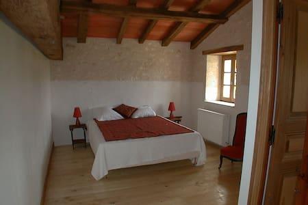Belle chambre au calme - Maison