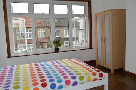 Lovely Bright Double Rooms - London - House