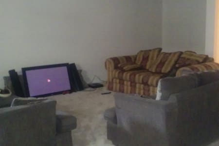 Finished Basement. (Living room+Bedroom+Bathroom) - Piso Inteiro